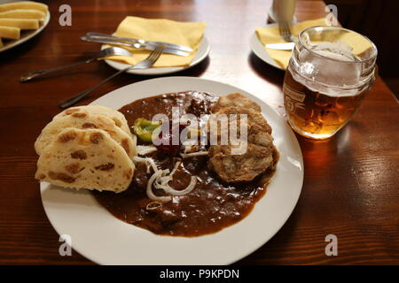Beef Goulash with sausage and bread dumplings, Švejk Restaurant U Karla, Křemencova, Nové Město (New Town), Prague, Czechia (Czech Republic), Europe - Stock Photo