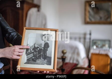 Russia. 18th July, 2018. TULA REGION, RUSSIA - JULY 18, 2018: Inside Russian writer Leo Tolstoy's Yasnaya Polyana museum-estate in the Tula Region, where his descendants and relatives gather from all over the world ahead of his 190th birthday. Sergei Bobylev/TASS Credit: ITAR-TASS News Agency/Alamy Live News - Stock Photo