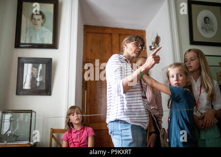 Russia. 18th July, 2018. TULA REGION, RUSSIA - JULY 18, 2018: Eva-Lena Tolstoy-Rautio, a Swedish-based great-great-granddaughter of Russian writer Leo Tolstoy, with children on tour at the Yasnaya Polyana museum-estate in the Tula Region, where his descendants and relatives gather from all over the world ahead of his 190th birthday. Sergei Bobylev/TASS Credit: ITAR-TASS News Agency/Alamy Live News - Stock Photo