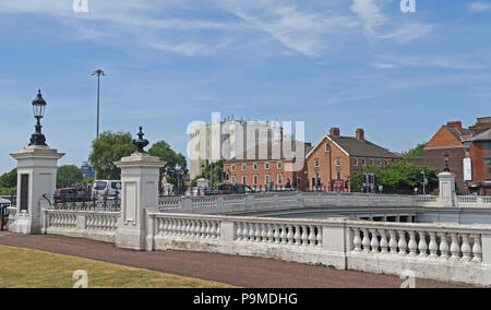 White Bridge over the Mersey River at Bridgefoot, Warrington, Cheshire, North West England, UK , WA1 1WA - Stock Photo