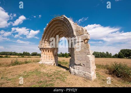 Ruined medieval arch of San Miguel de Mazarreros, in Olmillos de Sasamon. Burgos, Spain. - Stock Photo