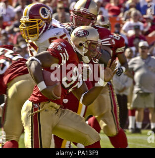 San Francisco, California, USA. 22nd Sep, 2002. San Francisco 49ers running back Kevan Barlow (32) on Sunday, September 22, 2002, in San Francisco, California. The 49ers defeated the Redskins 20-10. Credit: Al Golub/ZUMA Wire/Alamy Live News - Stock Photo