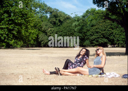 Hyde Park in summer.  People out enjoying the glorious long spell of good weather during the 2018 heatwave. London, United Kingdom 17th July 2018 Credit: Evening Standard - Stock Photo