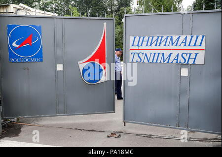 MOSCOW REGION, RUSSIA - JULY 20, 2018: Outside the Central Research Institute of Machine Building (TsNIIMash) under the Roscosmos State Corporation responsible for Russian space industry development, currently searched by the Russian Federal Security Service, along with URSC (United Rocket and Space Corporation) official Dmitry Paison's office, in connection with the criminal case launched over a possible data leak concerning Russian hypersonic technologies. Anton Novoderezhkin/TASS - Stock Photo