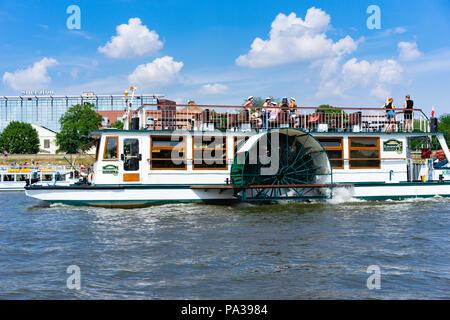 A paddle boat on the river Vistula at Krakow, Poland, Europe. - Stock Photo