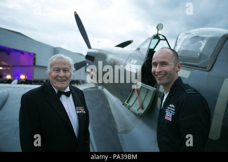 Pilot Geoffrey Wellum (left), a veteran of the Battle of Britain, talks about the Spitfire with Squadron Leader Mark Discombe at RAF Northolt during the RAF Benevolent Fund's commemorative dinner to mark the 75th anniversary of the battle. ... Battle of Britain commemorations ... 17-09-2015 ... Ruislip ... UK ... Photo credit should read: Daniel Leal-Olivas/PA Archive. Unique Reference No. 24143531 ... Picture date: Thursday September 17, 2015. Photo credit should read: Daniel Leal-Olivas/PA Wire - Stock Photo