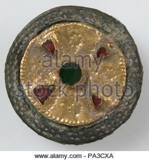 Disk Brooch, late 6th–early 7th century, Frankish, Gold on copper alloy, glass paste, Overall: 1 1/16 x 5/16 in. (2.7 x 0.8 cm), Metalwork-Copper alloy. - Stock Photo