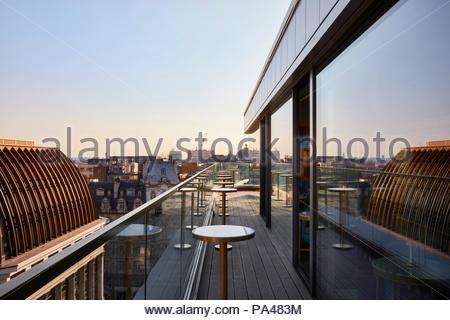 Rooftop bar. Indigo Hotel, Leicester Square, London, United Kingdom. Architect: Michaelis Boyd Associates Ltd, 2018. - Stock Photo