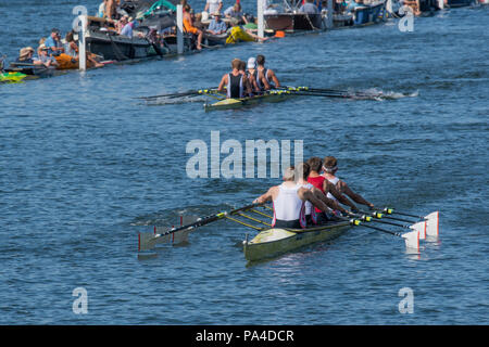 Henley on Thames, United Kingdom, 8th July 2018, Sunday, Final of , 'The Queen Mother Challenge Cup', Leander and Agecroft, approaching the 'finish li - Stock Photo