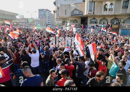 Baghdad, Iraq. 20th July, 2018. Protesters take part in a rally in Baghdad, Iraq, on July 20, 2018. Hundreds of angry protesters took to the streets in Baghdad and southern Iraqi provinces on Friday demanding jobs and better basic services. Credit: Khalil Dawood/Xinhua/Alamy Live News - Stock Photo