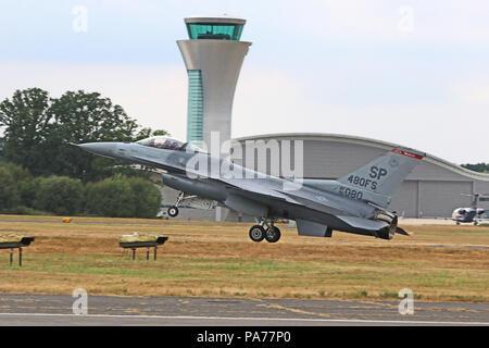 USAF General Dynamics F-16, Farnborough International Airshow, Farnborough Airport, Hampshire, UK, 20 July 2018, Photo by Richard Goldschmidt Credit: Rich Gold/Alamy Live News - Stock Photo