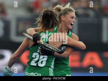 London, UK. 21st July 2018. Deirdre Duke (IRL, 28) celebrates scoring the first Irish goal with Chloe Watkins (IRL). USA V Ireland. Match 3. Pool B. Womens Hockey World Cup 2018. Lee Valley hockey centre. Queen Elizabeth Olympiv Park. Stratford. London. UK. 21/07/2018. Credit: Sport In Pictures/Alamy Live News - Stock Photo