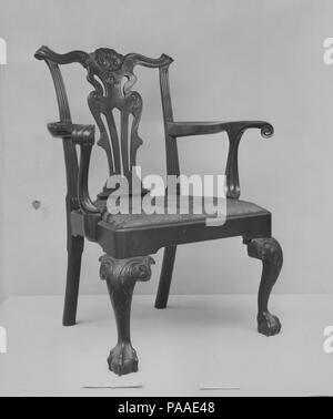 Armchair. Culture: American. Dimensions: 39 1/4 x 24 3/4 x 23 in. (99.7 x 62.9 x 58.4 cm). Date: 1760-90.  This rococo armchair belongs to a small group of unusually large-scale chairs, which may have been made outside Philadelphia in neighboring Maryland or Chester County, Pennsylvania. Museum: Metropolitan Museum of Art, New York, USA. - Stock Photo