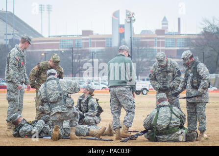 U.S. Army Reserve Officers' Training Corps cadets with Clemson University conduct a First Aid training lab during a cold, rainy afternoon, March 3, 2016. (U.S. Army photo by Staff Sgt. Ken Scar) - Stock Photo