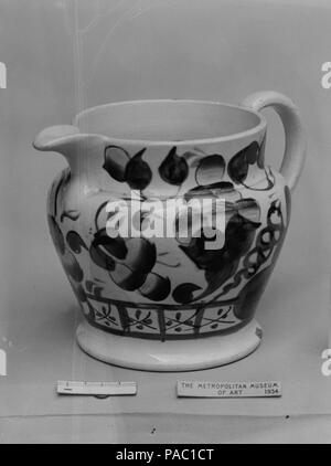 Cream Pitcher. Culture: British (American market). Dimensions: H. 3 3/4 in. (9.5 cm). Date: ca. 1825. Museum: Metropolitan Museum of Art, New York, USA. - Stock Photo