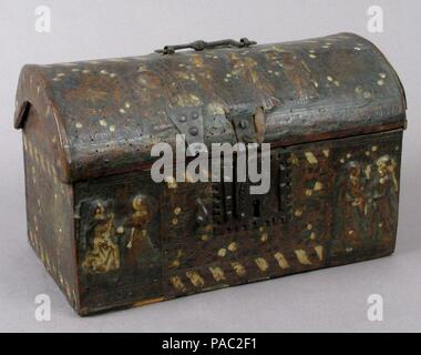 Coffret. Culture: French. Dimensions: Overall: 8 3/8 x 13 5/8 x 7 3/4 in. (21.2 x 34.6 x 19.7 cm). Date: 15th century. Museum: Metropolitan Museum of Art, New York, USA. - Stock Photo