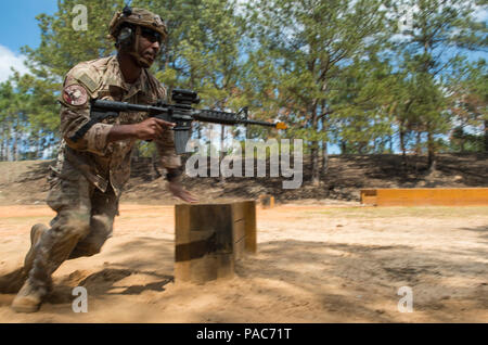U.S. Air Force Staff Sgt. Paul Labbe, 1st Combat Camera aerial combat photojournalist, learns how to fire an M4 carbine rifle while bounding forward during exercise Scorpion Lens, March 9, 2016 at Fort Jackson, S.C. Combat Camera airmen and soldiers practiced maneuvering and firing first without ammo, then blanks, and a final run with live ammo hitting popup targets. (U.S. Air Force photo by Staff Sgt. Perry Aston) - Stock Photo