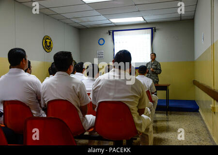 U.S. Air Force Maj. Helda Carey, 12th Air Force (Air Forces Southern) international health specialist, briefs medical technicians in training at Hospital Militar de El Salvador on first responder procedures during a medical subject matter expert exchange in San Salvador, El Salvador, March 11, 2016. Earlier in the week, Carey led a team of Air Force medical professionals in a week-long exchange with Salvadoran medics at Ilopango Air Base.  After the subject matter expert exchange was completed, the team was invited to a share their expertise with members of the Hospital Militar de El Salvador. - Stock Photo