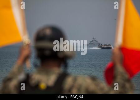U.S. Navy sailor Seaman Joshua Hall, Naval Beach Party, Naval Beach Unit 7(NBU 7), signals a Landing Craft Air Cushion assigned to NBU 7 to pick up 31st Marine Expeditionary Unit personnel and equipment during Exercise Ssang Yong 16, Dogu Beach, Pohang, South Korea, March 17, 2016. Ssang Yong 16 is a biennial combined amphibious exercise conducted by U.S. forces with the Republic of Korea Navy and Marine Corps, Australian Army and Royal New Zealand Army forces in order to strengthen interoperability and working relationships across a wide range of military operations. The Marines and sailors o - Stock Photo