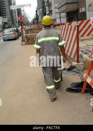 Bricklayer, woker, repair,  Paulista Avenue, São Paulo, Brazil - Stock Photo