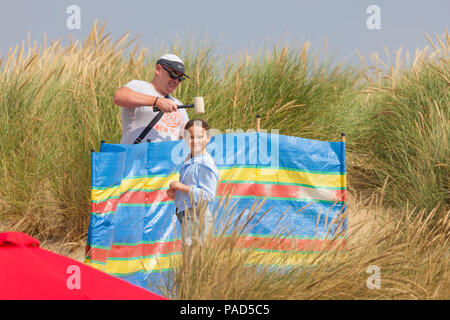 Camber Sands, East Sussex, UK. 22nd Jul, 2018. UK Weather: Hot and sunny weather in camber with scores of people hitting the beach early as this is predicted to be another scorcher of a day. Temperatures are expected to exceed 25°C. Photo Credit: Paul Lawrenson / Alamy Live News - Stock Photo