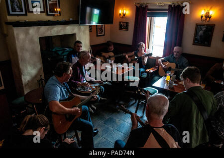 Ardara, County Donegal, Ireland. 22th July 2018. A musical buzz in The Beehive Bar as musicians play in the 11th annual Bluegrass Music Festival held in this north-west coastal village. Bluegrass music has links with the traditional music taken to USA by emigrating Irish and Scottish people in the 19th century. Credit: Richard Wayman/Alamy Live News - Stock Photo