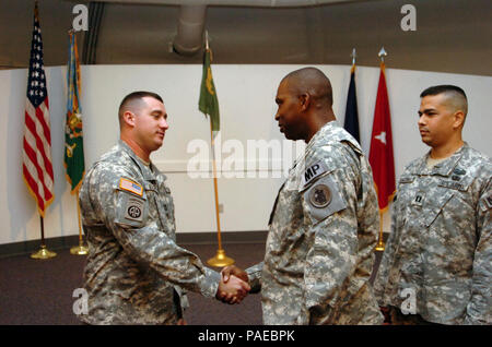 Outgoing Company Commander, Capt. Kevin Behler, of the 193rd Military Police Company, shake hands with Lt. Col. Alexander Conyers during a change of command ceremony here August 14, 2008. The 193rd provides most of the detention operations for JTF Guantanamo. JTF Guantanamo conducts safe and humane care and custody of detained enemy combatants. The JTF conducts interrogation operations to collect strategic intelligence in support of the Global War on Terror and supports law enforcement and war crimes investigations. JTF Guantanamo is committed to the safety and security of American service mem - Stock Photo