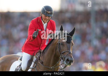 Aachen, Deutschland. 19th July, 2018. Maurice TEBBEL (GER) on Chaccos  Son praises his horse after the round. 1st round. CHIO Aachen 2018, S8, Mercedes-Benz Nations Cup, Team Jumping Competition. 19.07.2018 in Aachen/Germany. | Usage worldwide Credit: dpa/Alamy Live News - Stock Photo