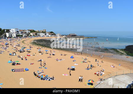 Viking bay beach packed with tourists and locals enjoying the sunshine. Broadstairs, Kent, England, July, 2018 - Stock Photo