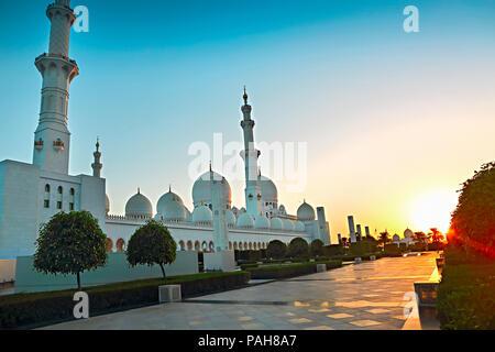 Sheikh Zayed Mosque in the evening. Abu Dhabi, United Arab Emirates - Stock Photo
