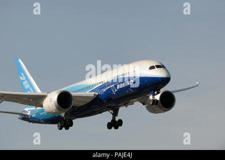 the first Boeing 787-8 Dreamliner prototype on final-approach - Stock Photo