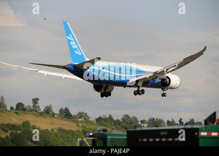 the first Boeing 787-8 Dreamliner prototype landing - Stock Photo