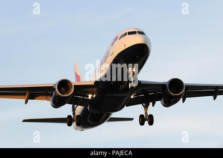 British Airways Airbus A320 on final-approach to Heathrow - Stock Photo