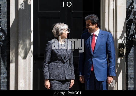 London, UK. 24th July, 2018. Prime Minister Theresa May greets the Emir of Qatar Sheikh Tamim bin Hamad Al Thani outside 10 Downing Street. Credit: Mark Kerrison/Alamy Live News - Stock Photo