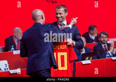Madrid, Spain, 24 July 2018. Luis Rubiales (L), President of Royal Spanish Soccer Federation (RFEF); presents a Spanish National Soccer Team's jersey to UEFA's head, Aleksander Ceferin (R), during the RFEF's Assembly meeting at Soccer City in Madrid, Spain, 24 July 2018. EFE/Rodrigo Jimenez Credit: EFE News Agency/Alamy Live News - Stock Photo