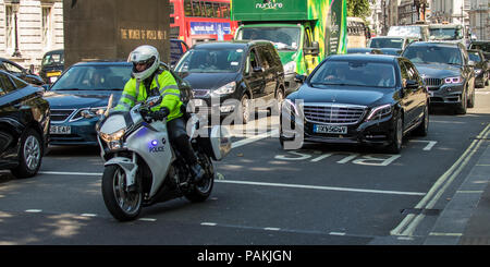 London,UK. 24 July 2018. The Emir of Qatar, Sheikh Tamim bin Hamad Al-Thani arrives with police escort at Downing Street for a meeting with British Prime Minister, Theresa May. David Rowe/ Alamy Live News - Stock Photo