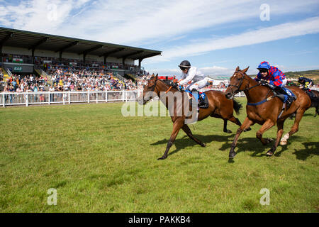 Ffos Las Racecourse, Trimsaran, Wales, UK. Tuesday 24 July 2018. Long John Silver  (jockey Nicola Currie) (far side) wins the mintbet.com 100% Casino Welcome Bonus Handicap ahead of Arty Campbell (jockey Charles Bishop) Credit: Gruffydd Thomas/Alamy Live News - Stock Photo