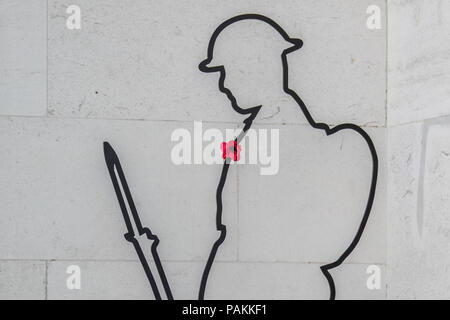 London,UK. 24 July 2018. The silhouette of a World War One Tommy with a single red poppy at the Ministry of Defence in central London, part of a 'Remembered' project. Credit: David Rowe/Alamy Live News