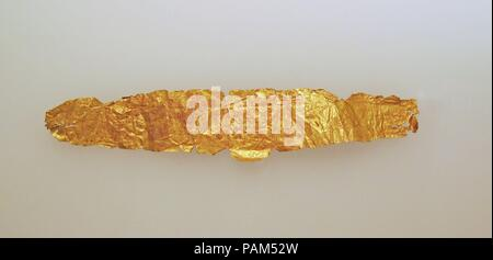 Frontlet of gold leaf. Dimensions: Other: 3/4 × 3 15/16 in. (1.9 × 10 cm). Museum: Metropolitan Museum of Art, New York, USA. - Stock Photo
