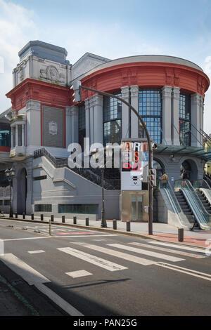 Mercado de la Ribera Bilbao, view of the entrance to the Art Nouveau market building in the Old Town (Casco Viejo) area of Bilbao, Northern Spain. - Stock Photo