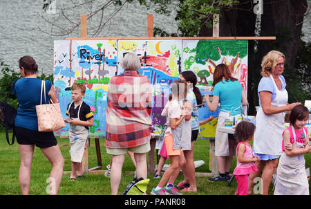 Children paint large mural with Amy Colley (Far Right) of the artistic team of Amy & Steve Colley,14th Ann Tunkhannock River Day 2018  Riverside Park - Stock Photo