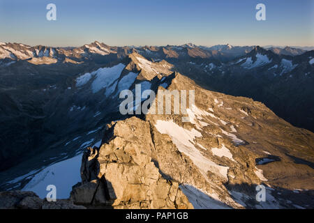 Austria, Tyrol, Zillertal Alps, View from Reichenspitze, glaciated mountains, Wildgerlostal, High Tauern National Park - Stock Photo
