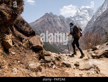 Nepal, Solo Khumbu, Everest, Sagamartha National Park, Mountaineers hiking the Himalayas - Stock Photo