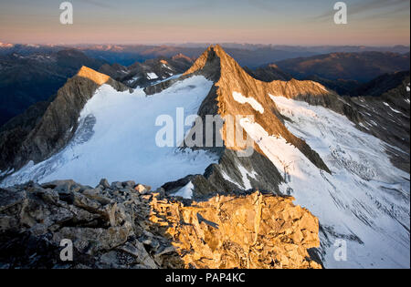 Austria, Tyrol, Zillertal Alps, View from Reichenspitze, glaciated mountains at sunrise, Wildgerlos Valley, High Tauern National Park - Stock Photo