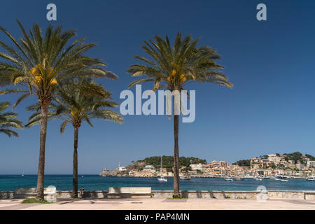 Spain, Balearic Islands, Mallorca, Port de Soller, beach promenade - Stock Photo
