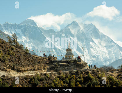 Nepal, Solo Khumbu, Everest, Sagamartha National Park, People visiting stupa - Stock Photo