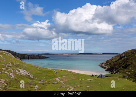 People camping and enjoying the beach at Ceannabeinne, near Durness, Sutherland, Scotland - Stock Photo