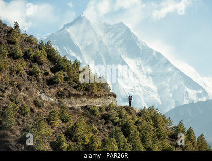 Nepal, Solo Khumbu, Everest, Sagamartha National Park, Man looking at Mount Everest - Stock Photo