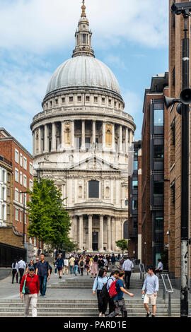 Tourists and locals in Peter's Hill, with steps leading to St Paul's Cathedral (Cristopher Wren, opened 1711) with its iconic landmark dome. London. - Stock Photo