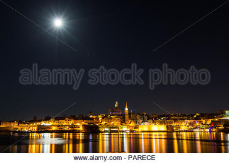 looking from gzira over marsamxett harbour to valletta with the st. paul's pro-cathedral and basilica of our lady of mount carmel, malta - Stock Photo
